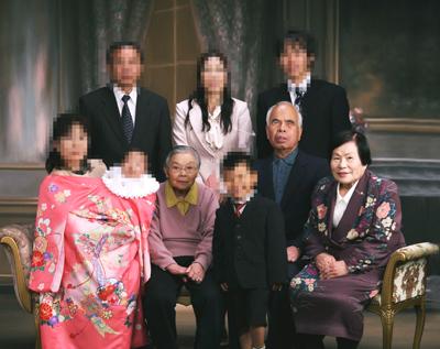 祖父母の集合写真を元に似顔絵に
