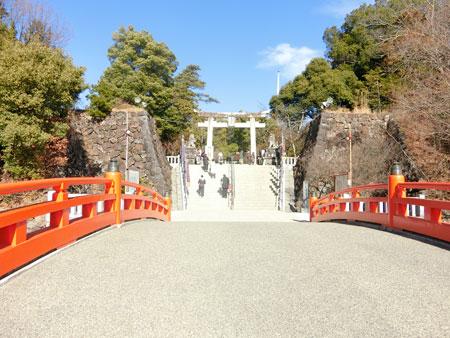 武田神社入り口の橋