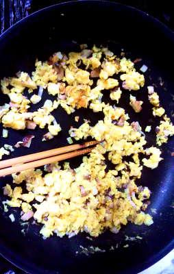 イオンの焼豚チャーハンの素 溶き卵を炒める